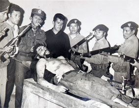 Che laid out in the wash house in Vallegrande's hospital